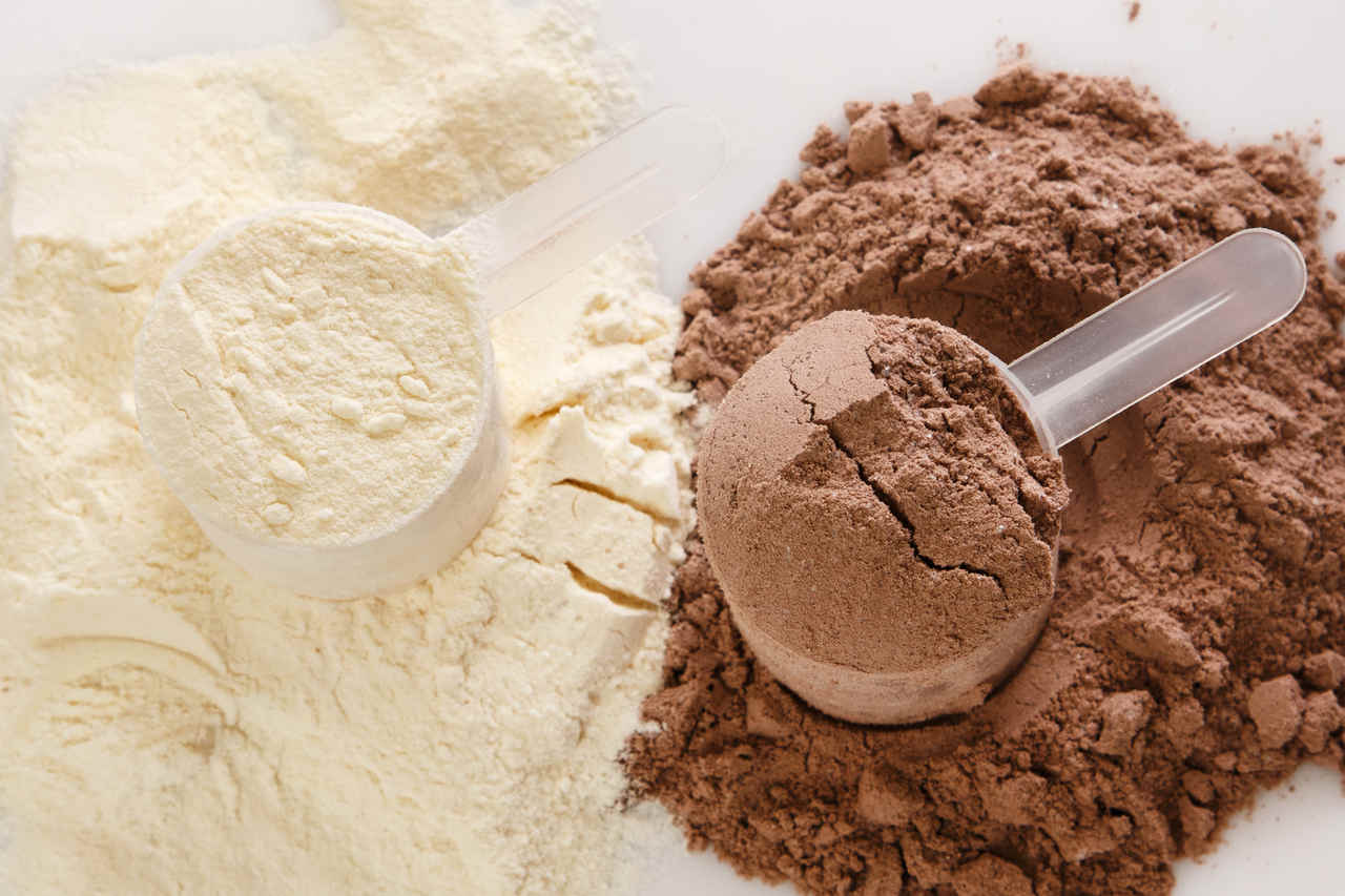 białko kazeinowe vs białko serwatkowe